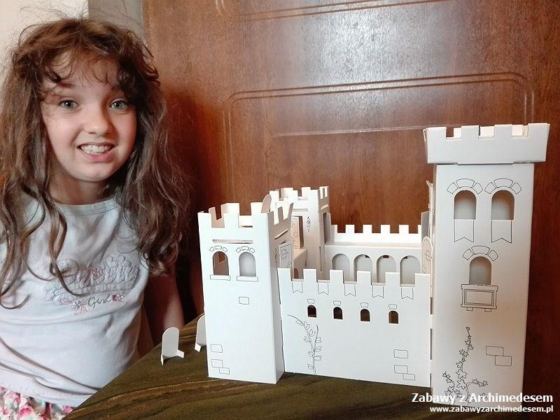 dzieci zamki budują
