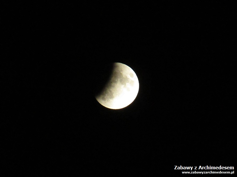 Pierwszy człowiek: zaćmienie Księżyca